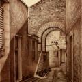 Alberto Lipari - Un vicolo di Erice - matita seppia su carta ocra - cm 33x43,5 - 2020